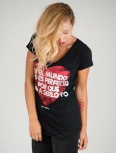 """Camiseta """"el mundo no es perfecto por qué serlo yo"""""""