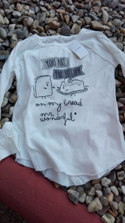 Camiseta Mr. Wonderful sobre piedras