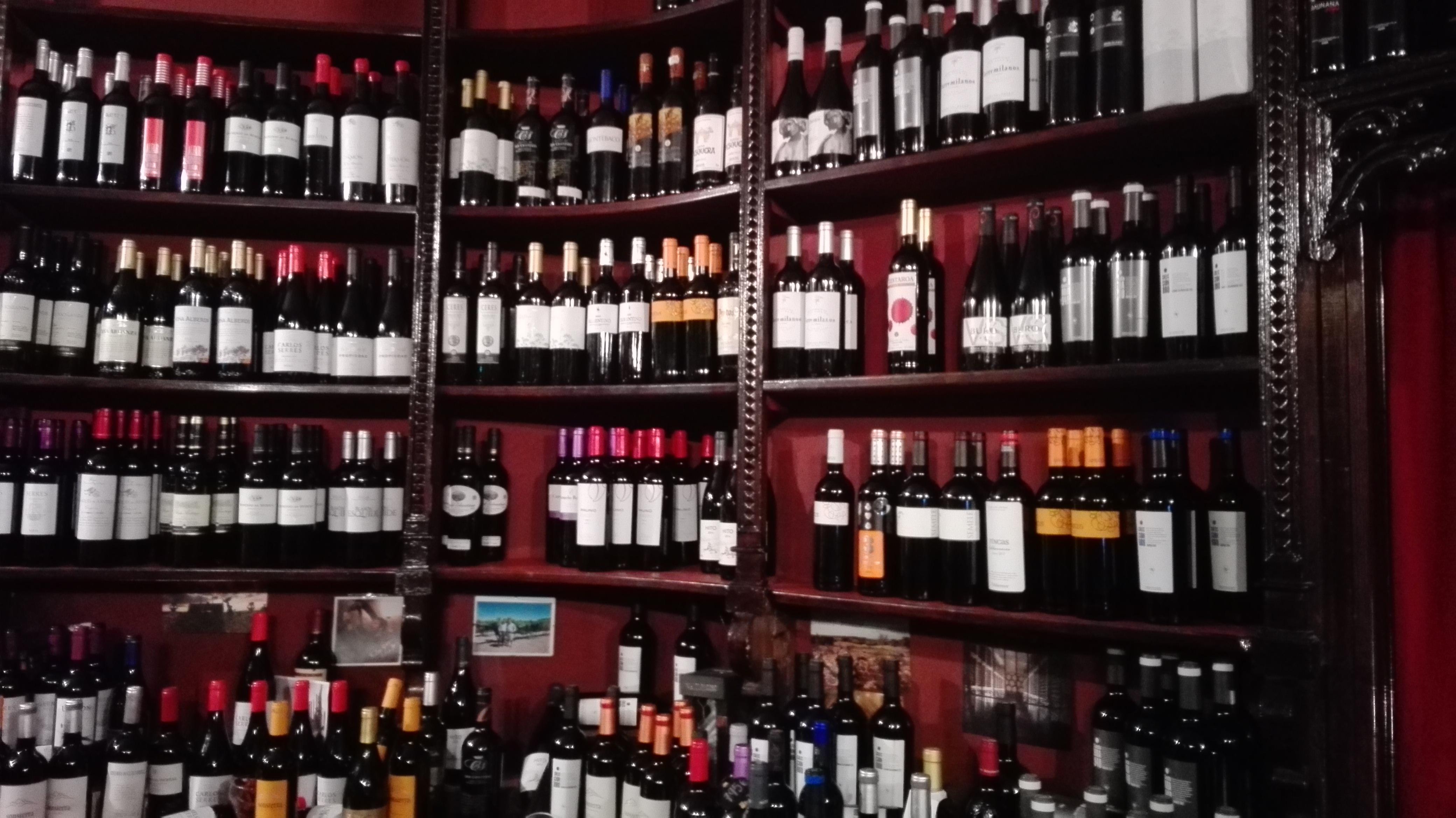 Cata de vinos en madrid el vuelo de mi falda - Estanterias de vino ...