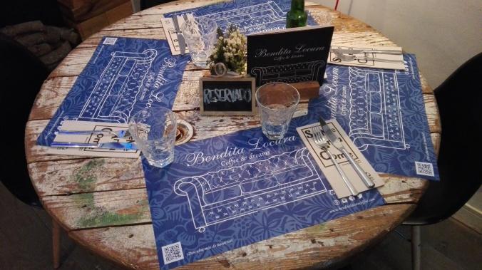 Mesa con manteles