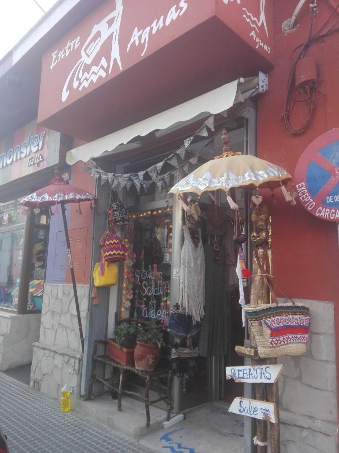 Acceso a la tienda desde la calle