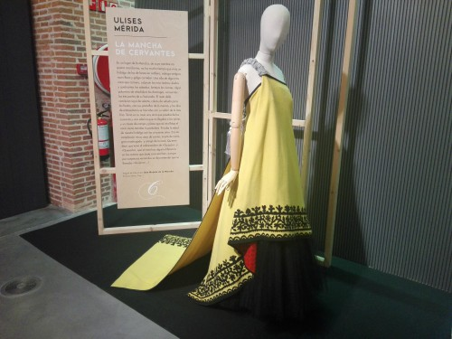 Vestido Ulises Mérida amarillo